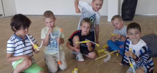"""Grupa II """"Dzieci Maryi"""" oraz Grupa I """"Arka Noego""""  na zajęciach w Galerii Sztuki Współczesnej"""