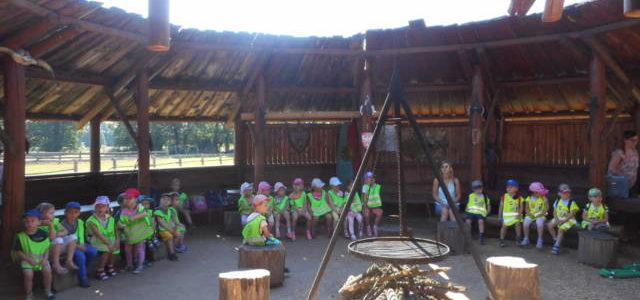 Wycieczka grup młodszych do gospodarstwa agroturystycznego.