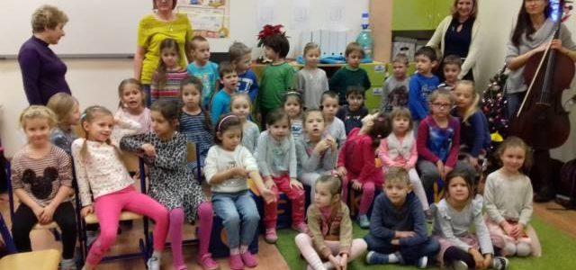 Kolędowanie przedszkolaków z grup starszych