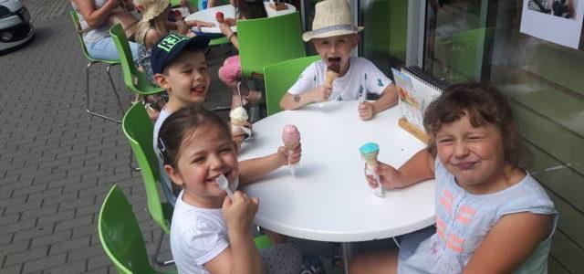 Przedszkolaki z grupy III odwiedziły lodziarnię